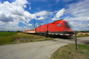 Eine Fernbus-Suchmaschine bezieht auch Zug- und Mitfahrgelegenheitsangebote ein.