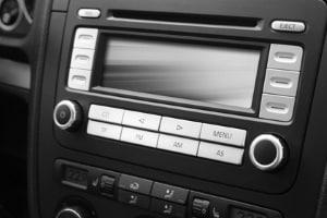 Der Autoradio-Test vergleicht fünf Autoradios