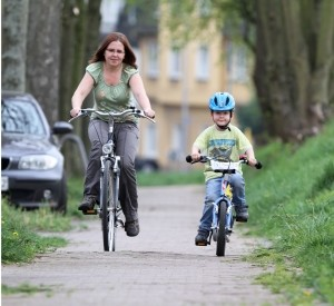Welche Fahrradbeleuchtung im Selbst-Test nutzen? Seit 2013 dürfen Sie auch zugelassene Akku- und Batterieleuchten verwenden.