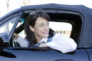 Rückwärts einparken bereitet Ihnen Schwierigkeiten? Eine Einparkhilfe kann nützlich sein.
