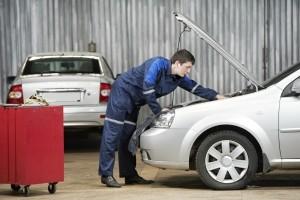 Fahrzeugbatterie entladen? Ein Ladegerät, das Ihren persönlichen Test bestanden hat, leistet gute Dienste.