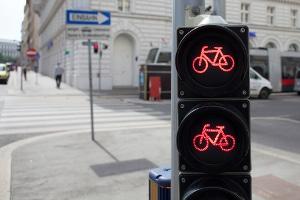 Ein Rennrad-Testsieger sollte starke Bremsen aufweisen, damit der Fahrer im Stadtverkehr eine absolute Kontrolle über das Fahrrad hat.