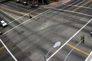 Auch der Kickboard-Testsieger gilt nicht als Fahrzeug im Straßenverkehr: Es werden die Regeln für Fußgänger angewandt.