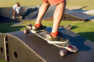 Das Skateboard weist im Vergleich zum Longboard eine andere Bauart auf.