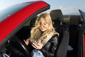 Das Handy in der Kfz-Halterung: In Ihrem Test wird ersichtlich, warum das die beste Lösung ist.
