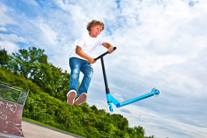 Eine echte Stunt-Scooter-Empfehlung: Ein Test kann verraten, bei welchem Modell sich der Kauf lohnt.