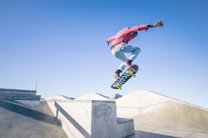 Funktionen in einem Waveboard-Test überprüfen: Es sollte sich wie eine Mischung aus Inline-Skater und Skateboard fahren.