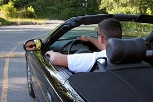 Bester Felgenreiniger fürs Auto: Nach langen Autofahrten muss dieser auch hartnäckigen Dreck lösen können.