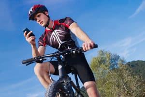 Der Fahrradhelm für Männer im Test - ein Kriterium ist die Konstruktionsart.