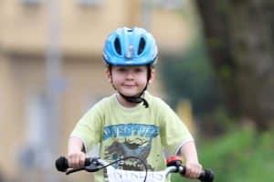 Sie haben einen Kinderdreirad-Test erfolgreich durchgeführt? Achten Sie beim anschließenden Fahrspaß auf die Sicherheit Ihres Kindes.