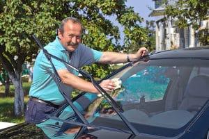 Wenn Sie Autowaschbürsten einem Test unterziehen. sollten diese einen Wasserdurchlauf haben.