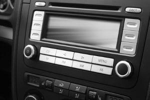 Ein DAB-Autoradio, das Ihren Test besteht, sollte zahlreiche Zusatzfunktionen bieten.
