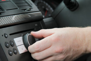 Digitale Autoradios wie im Test sollen irgendwann die analogen Geräte ersetzen.