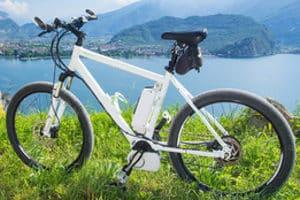 Ein E-Bike-Akku wie im Test liefert dem Elektromotor des Fahrrads die nötige Energie.