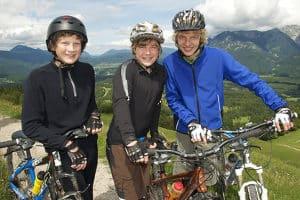 In einem E-Mountainbike-Test können Modelle mit unterschiedlicher Federung vertreten sein.