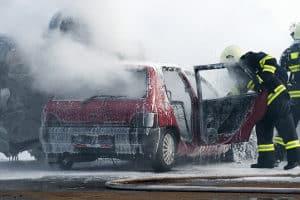 So gut wie die Feuerwehr wird kein Feuerlöscher in einem Test abschneiden. Doch für kleine Brände sind die Geräte durchaus geeignet.
