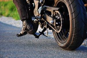 Auch die Füße der Biker können durch Zubehör wie Motorradstiefel geschützt werden.