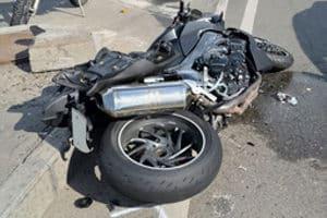 Wenn es um den Transport in die Werkstatt geht, ist für das Motorrad Zubehör wie eine Verladerampe sinnvoll.