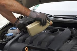 Für die Wartung des Pkw ist Zubehör wie z. B. Motoröl nötig.