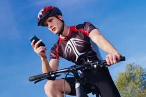Als Zubehör für das Fahrrad sind nicht nur der Helm, sondern auch Fahrradhandschuhe zu empfehlen.