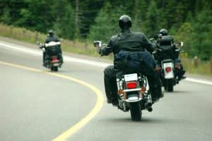 Zubehör für das Motorrad, bzw. für dessen Fahrer, soll vor allem empfindliche Stellen schützen - wie z. B. die Wirbelsäule.