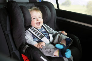 Manche Zubehörteile für das Auto sind gesetzlich vorgeschrieben - wie z. B. der Kindersitz.