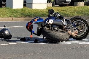 Laut Test ist ein Rückenprotektor auf dem Motorrad unverzichtbarer Schutz - gerade bei Unfällen und Stürzen.