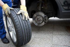 Unterstellböcke wie im Test ermöglichen Reifenwechsel und Reparaturen am Auto.