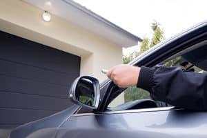Ein Garagentorantrieb-Test kann die Kaufentscheidung erleichtern.