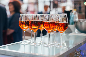 Mithilfe bestimmter Refraktometer kann ein Test über den Alkoholgehalt durchgeführt werden.