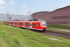 Flugrost entsteht z. B. beim Fahren von Zügen: Flugrostentferner, die in einem Test ausgezeichnet wurden, sollten befallene Gegenstände gut reinigen.