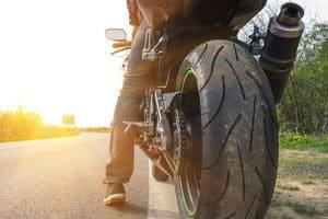 Mit einem Tankrucksack aus dem Test können Sie Gepäck auf dem Motorrad befördern.