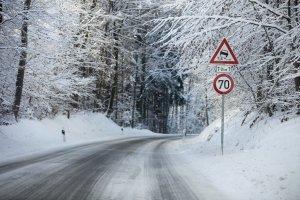 Schneefräse mit Benzin: In einem Test werden Sie selbst merken, dass diese leistungsstärker sind und mit mehr Schnee zurecht kommen.