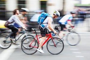Ein Fahrrad-Außenspiegel kann besonders im Stadtverkehr von Vorteil sein.