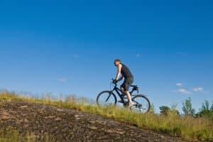 Mountainbike-Reifen sind auf rutschigem Untergrund entscheidend.
