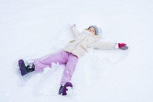 Eine gute Skihose sollte wasserdicht und atmungsaktiv sein.