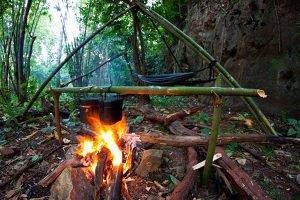 Manche Feuerstellen, die ältesten Vorläufer vom Lavasteingrill, sind fast 300.000 Jahre alt.