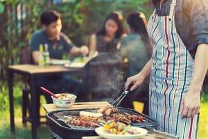 Gegenüber anderen Grills kann ein Smoker bei einem Vergleichstest auf jeden Fall geschmacklich punkten.