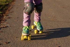 untersuchen Sie in einem Test, ob die Rollschuhe für Ihre Kinder geeignet sind