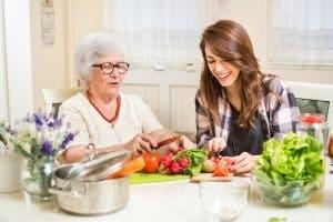 Tischgrill im Test: Auch Zuhause bei einem Familienabend sollte Ihr Testsieger überzeugen.