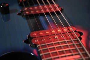 Wenn Sie einen Bass kaufen, können Sie zwischen vier, fünf, sechs oder sieben Saiten wählen