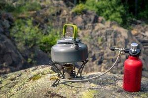 Outdoor sind solche Gaskocher im Praxis-Test oft überzeugend, die eine Zuleitung haben - ähnlich wie dieser Benzinkocher.