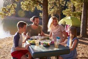 Beispielsweise kann das neue Trekkingzelt einem ersten Test beim Camping-Ausflug unterzogen werden.