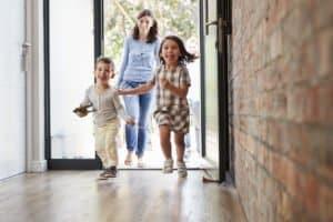 Bei Wanderschuhen für Kinder sollten Sie auf die gleichen Kriterien wie bei Schuhen für Erwachsene achten.