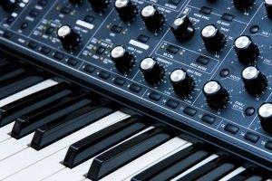 Beste Synthesizer = Neue Synthesizer? Wiederauflagen alter Modelle erleben eine Renaissance.