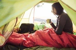 Daunenschlafsack im Praxis-Test: Das gute Schlafklima macht die Nacht erholsam.