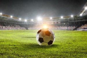 In Ihrem eigenen Fußball-Test ist u. a. auf die Größe des Balls zu achten. Diese beeinflusst Flugverhalten und Präzision.