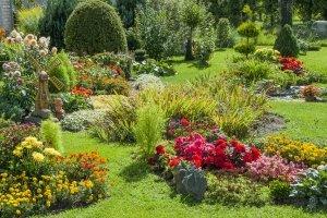 Ein Gartentrampolin braucht viel Platz. Bedenken Sie das bei Ihrem Trampolin-Test!