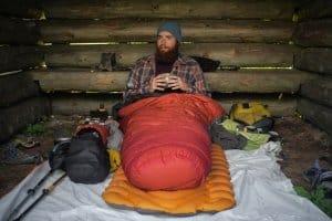 Ein guter Schlafsack funktioniert nur mit entsprechender Isolierung nach unten optimal.