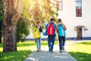 Für Kinder reicht ein kleiner Boxsack – kaufen Sie ein Modell, das etwa der Körpergröße entspricht.